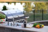 Preparing a healthy meal in an outdoor kitchen — Stock Photo