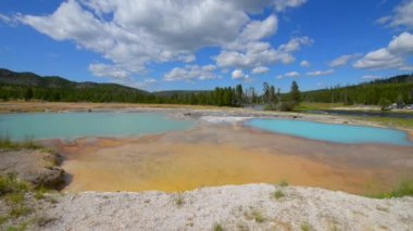 Black Opal Pool in Biscuit Basin, Yellowstone — Stock Video