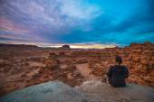 Girl looking at Sunset Sky over the Goblin Valley — Stock Photo