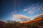Bright Starry night with a Milky canyon lid by a rising moon lig — Foto de Stock