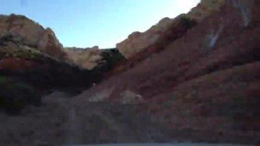 Roading タイムラプス上部角を切ったからキャニオンをツイストします。 — ストックビデオ