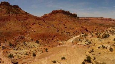 Utah Desert Landscape Winding Roads Giant boulders — Stock Video