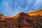 Kanyon duvarı kapakla günbatımı ışığı güzel çakal Gulch manzara — Stok fotoğraf