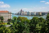 Hungarian parliament building Budapest over the Danube — Stock Photo