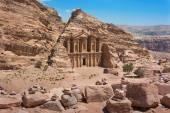 Het al-Dayr graf of klooster deel van het complex in Jorda Petra — Stockfoto