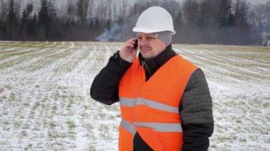 Inspector  talking on phone — 图库视频影像