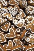 Galletas de jengibre casero de Navidad sobre tabla de madera — Foto de Stock
