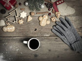 Christmas decorations, home made ginger bread and woman's hand o — Fotografia Stock