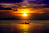 Sunset sky and Silhouettes of fisherman at the lake, Thailand. — Stockfoto