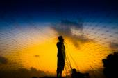 Casting a silhouette at sunset — Stock Photo