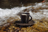 Refreshments and coffee on the rocks at the waterfalls. — Stock Photo