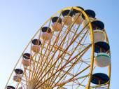 Ferris Wheel Over Blue Sky — Stock Photo