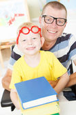 Disable father reading with little son. — Stockfoto