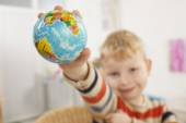 Preschooler and Earth — Stock Photo
