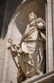 Statue on the wal of St. Peter Cathedral in Vatican — Stock Photo