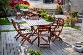 Empty outdoor cafe table — Stok fotoğraf
