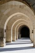 Arches and columns in Sultanhani caravansary on Silk Road, Turkey — Zdjęcie stockowe
