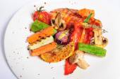 Grilled chicken fillet and vegetables — Stock Photo