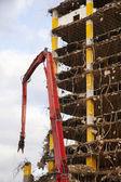 Abriss geht in großen Gebäudes — Stockfoto