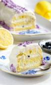 Lemon cake with blueberries and cream of ricotta — Stock Photo