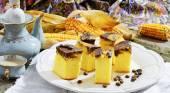 Polenta z kawy (corn cake) zdrowy śniadanie — Zdjęcie stockowe