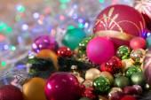 圣诞球上散景的背景颜色 — 图库照片