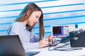 Girl repairing electronic device — Stock Photo