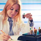 Girl in the laboratory of food quality tests legumes grain — Stock Photo
