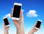 Woman Hands Holding Apple iPhone 5S Smart Phone — Stock Photo