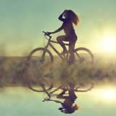 Holka na kole — Stock fotografie