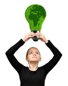 少女の手エコ エネルギー球を保持 — ストック写真