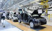 Skoda Octavia on conveyor line in factory — Stock Photo