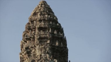 Angkor movement ruins temple tower closeup — Stock Video