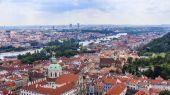 Prag, Tjeckien, den 10 juli, 2010. utsikt över staden en undersökning plattform — Stockfoto