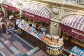 Moscow, Russia, on September 9, 2014. Interior of a trading floor of GUM shop — Stock Photo