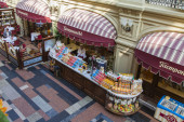 Moscow, Russia, on September 9, 2014. Interior of a trading floor of GUM shop — Foto de Stock