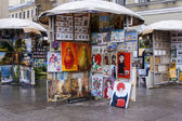 St. Petersburg, Russia, on October 15, 2011. Sale of prints, pictures and souvenirs on the street — Stockfoto