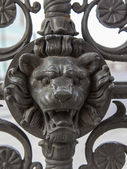 Moscow, Russia, on September 23, 2014. Fragment of an ancient decorative lattice in the form of the head of a lion — Stockfoto