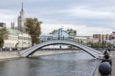 Moscow, Russia, on September 23, 2014. River embankment Moscow. Zverev Bridge — Stock Photo