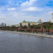 Moscow, Russia, on September, 23, 2014. View of the Kremlin and Kremlevskaya Embankment of the Moskva River from Bolshoy Moskvoretsky Bridge — Stock Photo #53997905