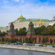 Moscow, Russia, on September, 23, 2014. View of the Kremlin and Kremlevskaya Embankment of the Moskva River from Bolshoy Moskvoretsky Bridge — Stock Photo #53997915