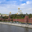 Moscow, Russia, on September, 23, 2014. View of the Kremlin and Kremlevskaya Embankment of the Moskva River from Bolshoy Moskvoretsky Bridge — Stock Photo #53997923