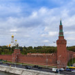 Moscow, Russia, on September, 23, 2014. View of the Kremlin and Kremlevskaya Embankment of the Moskva River from Bolshoy Moskvoretsky Bridge — Stock Photo #53997933