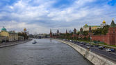 Moscow, Russia. View of the Kremlin and Kremlevskaya Embankment — Stock Photo