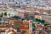 Nice, France, on October 16, 2012. A view of the city from a high point. Red roofs of the old city — Stockfoto