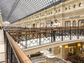 Moscow, Russia, on October 14, 2014. The customer admires interiors of the GUM known shop — Stock Photo