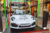 Moscow, Russia, on October 14, 2014. The beautiful car at an exhibition in GUM shop — Stockfoto