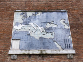 Rome, Italy, on February 21, 2010. Architectural details of old houses — Stock Photo