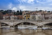 Rome, Italy, on February 21, 2010. A view of embankments of Tiber and the bridge through the river — Stock Photo