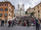 Rome, Italy, on February 23, 2010. Typical urban view. Tourists go sightseeing — Stock Photo